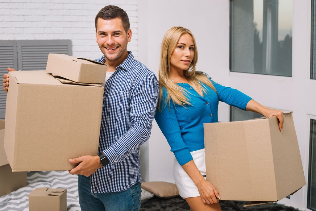 couple-with-boxes